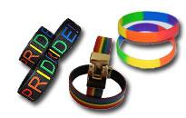 Fortæl diskret hvad du støtter,Pride-armbånd i flotte farvestrålende farver